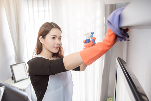 clean-your-walls-window-and-pipe